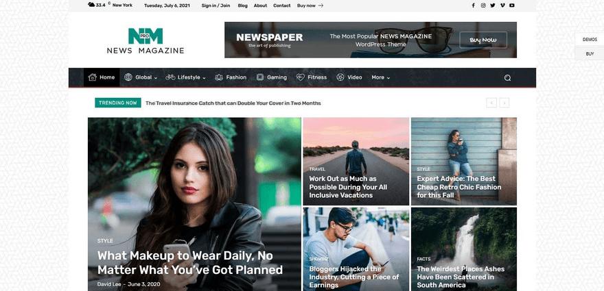 Newspaper blog home with a trending news ticker.